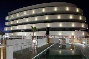 Façade de la résidence vue de la piscine privative.